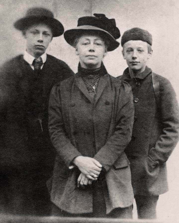 Käthe and sons, 1909